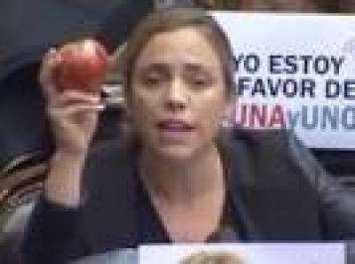 Quién es la diputada que le mostró la manzana chilena a Marcos Peña