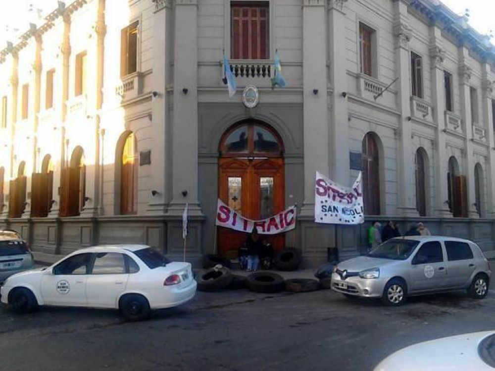 Sitraic se manifiesta en la puerta de la Municipalidad