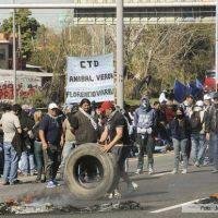 Desalojo violento de la Autopista tras piquete del MTD An�bal Ver�n