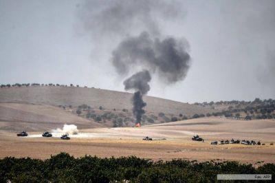 Turqu�a envi� m�s tanques a Siria en su ofensiva contra el Estado Isl�mico