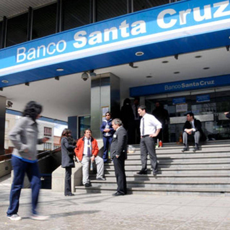 Allanan el banco de santa cruz por la investigaci n sobre for Bancos abiertos por la tarde