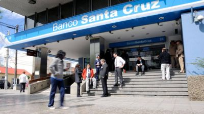 Allanan el Banco de Santa Cruz por la investigación sobre la