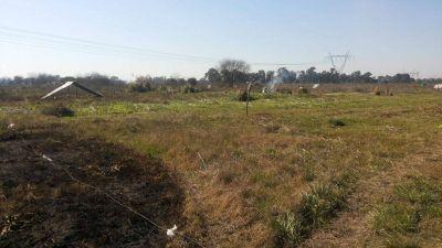 Cientos de familias comenzaron una toma de terrenos en Moreno