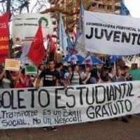Estudiantes marcharon a la Legislatura en defensa del Boleto Educativo Gratuito
