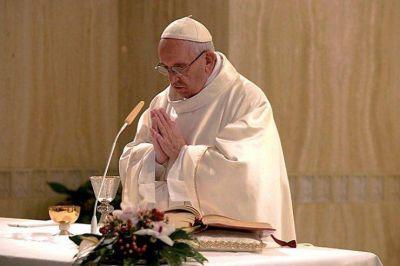 Francisco celebra una misa por las v�ctimas del terremoto