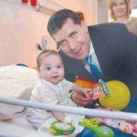 Casas entreg� juguetes en el Hospital Materno Infantil