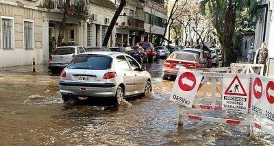 Se rompi� un ca�o maestro de AySA en Belgrano