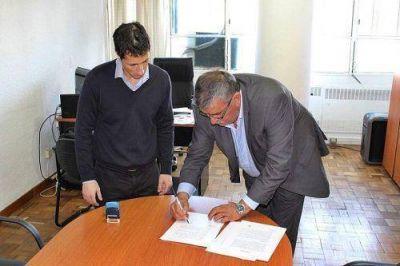 Gatica firmó convenio para obra de desagües pluviales