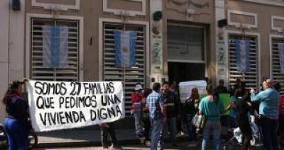 Protesta por vivienda digna en el IPV