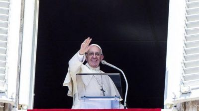 El Papa saludó a los marinos de la Fragata Libertad en la Plaza de San Pedro