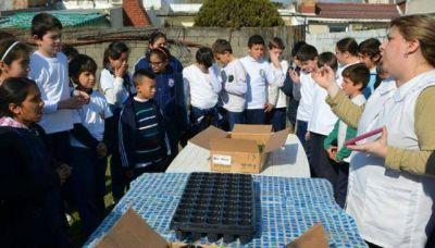 La escuela que asumió el reto de plantar 10 mil árboles