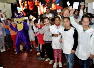 M�s de 9 mil alumnos recibir�n estampillas escolares el lunes