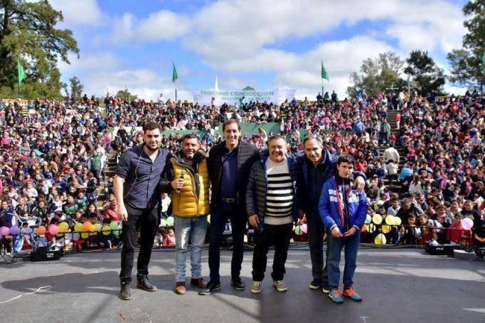 Moyanistas platenses muestran apoyo a Garro durante festejos del Día del Niño