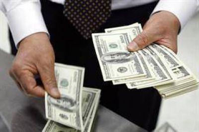 El crédito vuela en dólares, pero no termina de despegar en pesos