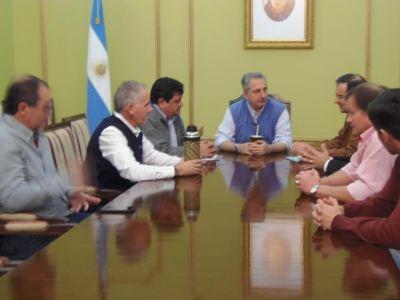 Entregaron cheques para Proyecto de Electrificaci�n Rural de Misiones