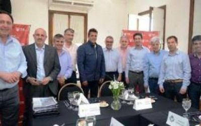 Dirigentes del Frente Renovador se reunieron con el Ministro Cenzón