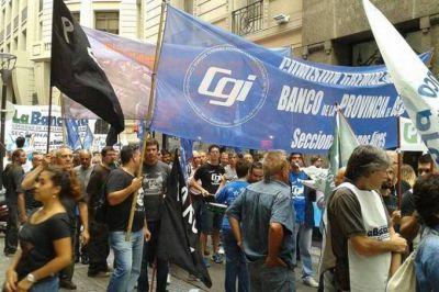 Trabajadores le apuntan a Curutchet y denuncian que orienta al Banco Provincia
