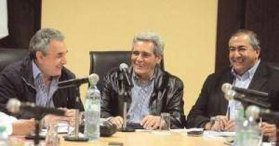 """La CGT elige la vía del diálogo mientras se queja de que el Gobierno """"ayuda poco"""""""