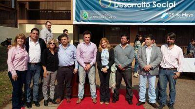 Sandra Santos continúa recorriendo municipios de la 'Séptima Sección Electoral'
