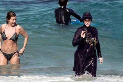 La ONU instó a levantar la prohibición al burkini en las playas francesas