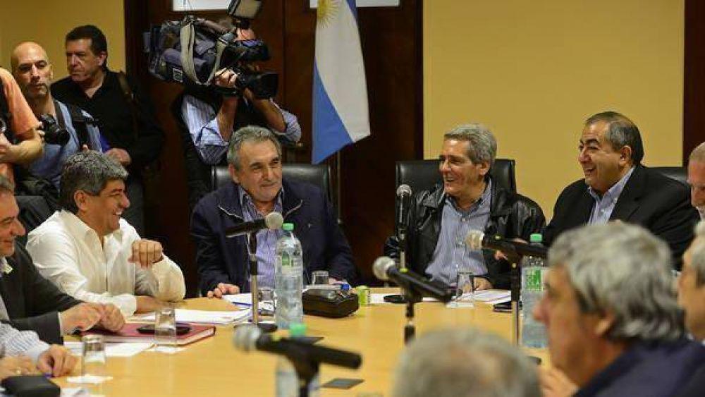 El Gobierno convoca a la CGT a discutir reapertura de paritarias y Ganancias