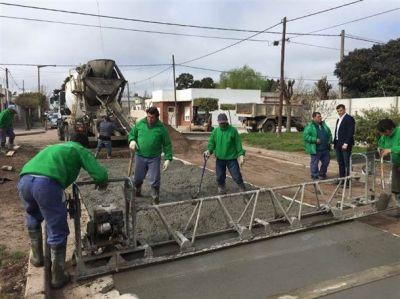 El intendente volvió a sus funciones y recorrió Pavimento Continuo en Los Tilos