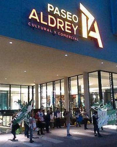 Trabajo en negro: la mayor oferta del shopping de Aldrey; vidriera de irregularidades