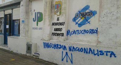 Denuncian pintadas nazis en unidad b�sica de La C�mpora en barrio