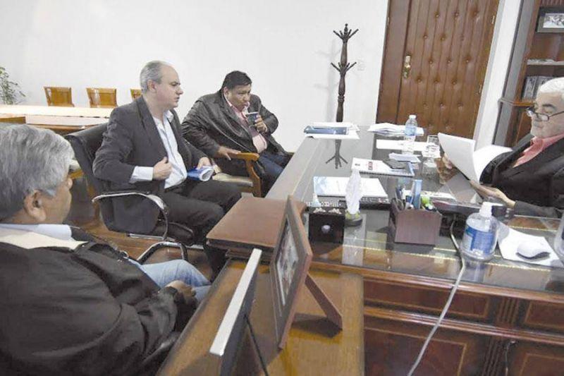 El gobernador analizó junto a Bohe y Ávila la situación petrolera