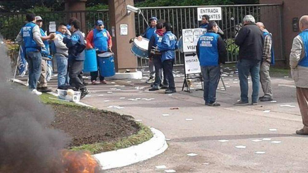 Trabajadores bloquearon los ingresos al Club