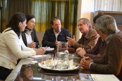 Puerto: Reunión del ministro Carlos Schepens con empresarios franceses