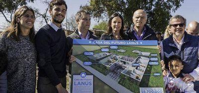 Stanley visit� Lan�s y anunci� la construcci�n de una Casa del Futuro