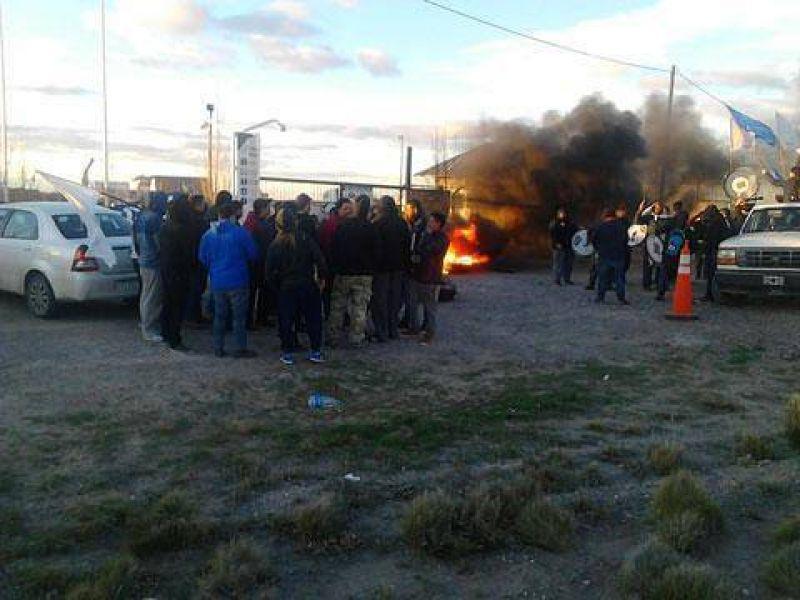 Petroleros Privados inició huelga por el despido de 9 trabajadores