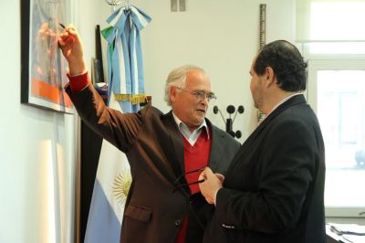 El OPDS entregó plantas autóctonas para forestar el puerto La Plata