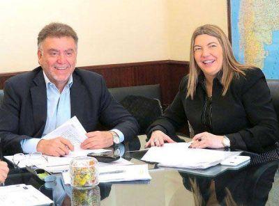 Bertone firmó con Nación convenios para construir viviendas