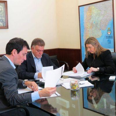 Bertone firmó con Nación convenios para la construcción de 159 viviendas