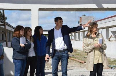 El Intendente junto al equipo de Educación recorrieron la obra del Centro Regional Universitario