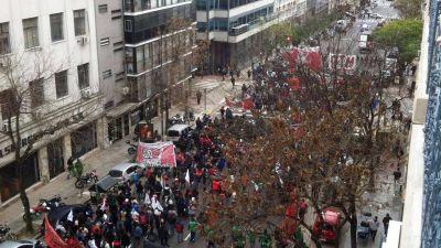 Por la Marcha Federal, piqueteros bloquean los accesos a Puerto Madero