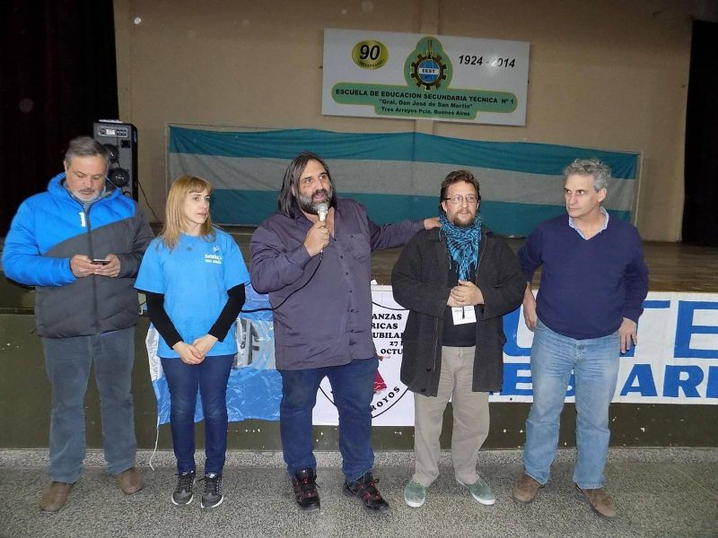 Una columna de la Marcha Federal pasó por la ciudad junto a Roberto Baradel