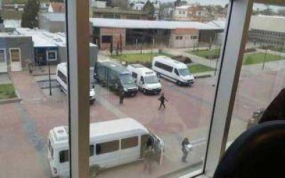 Gendarmer�a allan� el municipio de Berazategui