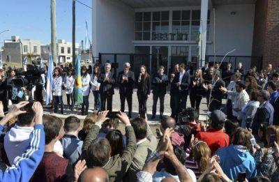Uno y uno de Vidal: fotos con un intendente peronista y otro radical