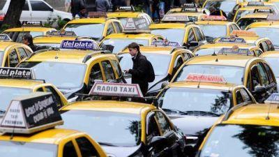 Los radio taxis, en pie de guerra contra la aplicación oficial que competirá con Uber