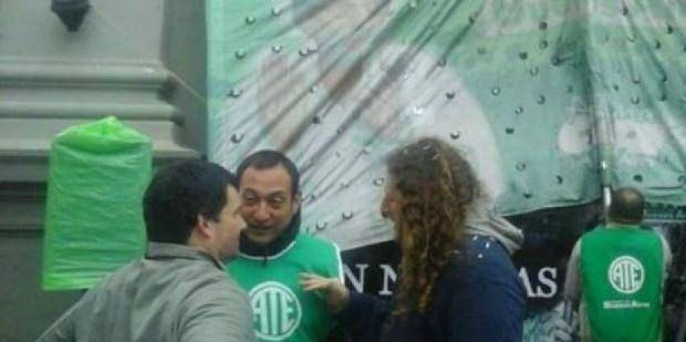 En San Nicolás realizaron un plenario en la puerta de la Municipalidad y tildaron a Passaglia de