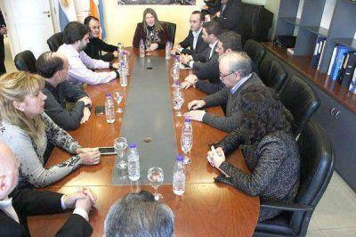 Bertone firmó el convenio de asistencia técnica la obra del Puerto de Río Grande