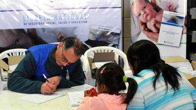 El Gobierno busca que la Asignación Universal por Hijo alcance a un millón de chicos más