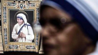 El papa Francisco canonizó a la madre Teresa de Calcuta en una multitudinaria ceremonia