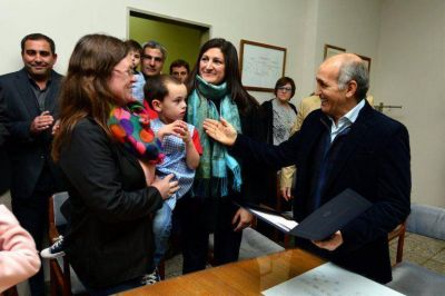 El vicegobernador Salvador entregó subsidios en Dorrego