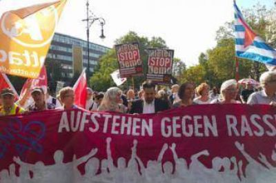 Musulmanes participaron de una masiva marcha contra el racismo en Berlín