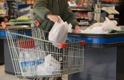 Supermercados: buscan provincializar la prohibición de bolsas de plástico