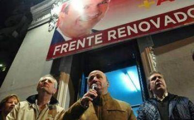 Con Pallares y Carballo, Russo inauguró un local en Lanús centro